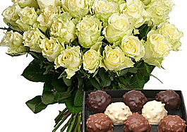 oferta ramo de rosas blancas con bombones en aquarelle
